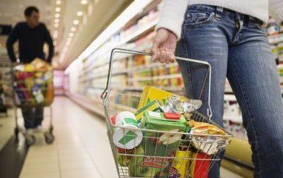 Filmava il lato B delle donne al supermercato
