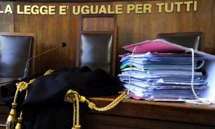 Pestaggio di gruppo a un omosessuale: pagano 65mila euro di risarcimento e patteggiano
