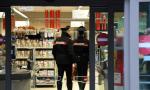 Mangia nel supermercato e poi aggredisce i carabinieri