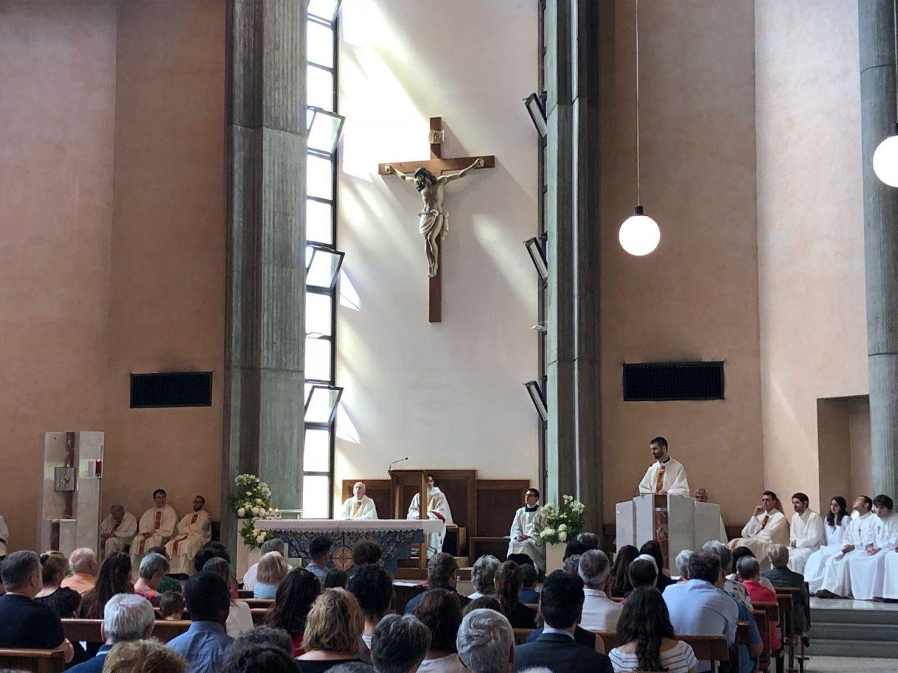 Novello sacerdote don Alberto Ravagnani prima messa a Brugherio