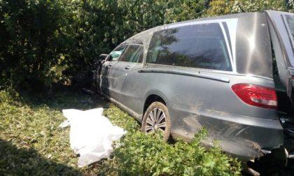 Carro funebre Galliate: autista muore alla guida, investita e uccisa ragazza
