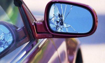 Truffa dello specchietto: cerca di ingannare... un vigile: fermato dopo inseguimento