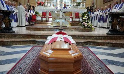 Commosso addio a don Eugenio Ronchi