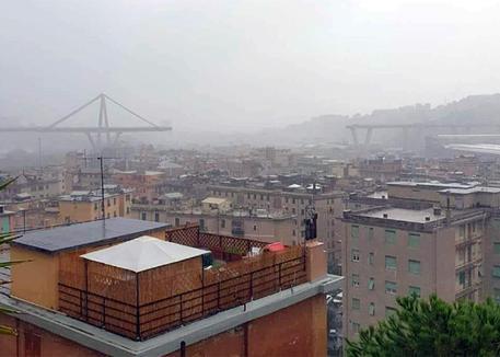 Genova, crolla parte del ponte Morandi. Ci sono morti e feriti