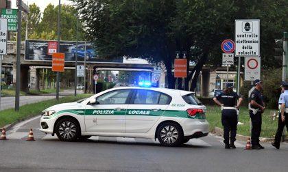 Distacchi dal ponte della ferrovia: chiuso viale Fulvio Testi a Milano