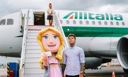 Matrimonio Ferragnez, Di Maio chiede spiegazioni sull'aereo brandizzato. La replica: