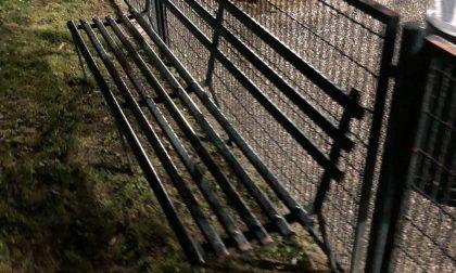 """Panchina pericolosa, ragazzino ferito al parco. """"Cambiamola""""."""
