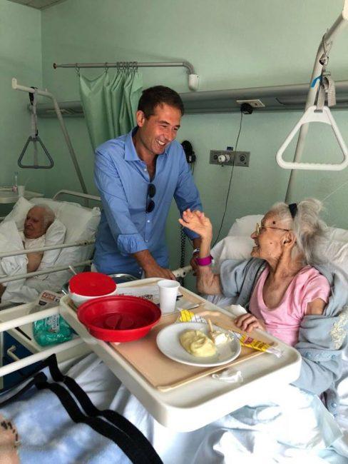 sindaco in ospedale visita coniugi ultranovantenni 1