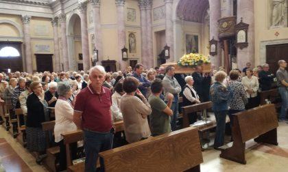 Don Carlo Mapelli, in centinaia ai funerali