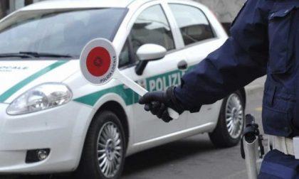 Alla guida con un tasso alcolemico tre volte il consentito in pieno giorno