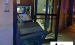 Bancomat fatto esplodere in piena notte, ladri in fuga