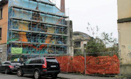 """Ex Galbani sulla parete del palazzo dipingono la """"NovaMelzo"""""""