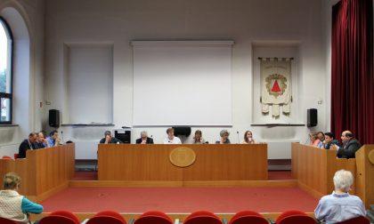Il Consiglio comunale si trasforma in un circo