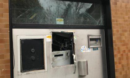 Due esplosioni per far saltare il bancomat