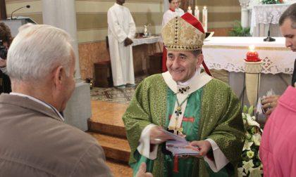 Il vescovo prega sulla tomba di Federico, 19enne vinto dalla malattia