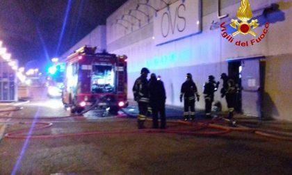 Incendio al centro commerciale, la colpa è dei ladri