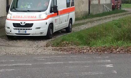 Incastrato sotto il trattore, arrivano pompieri ed elisoccorso