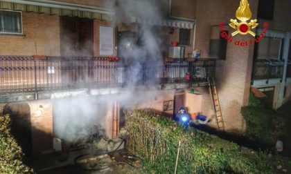 Incendio in veranda nel cuore della notte