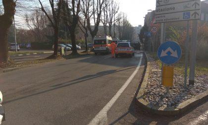 Ciclista investita a Melzo, paura in zona mercato FOTO
