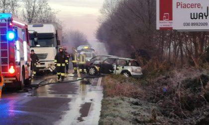 Frontale con un Tir e auto in fiamme sulla Sp525, riaperta la strada FOTO