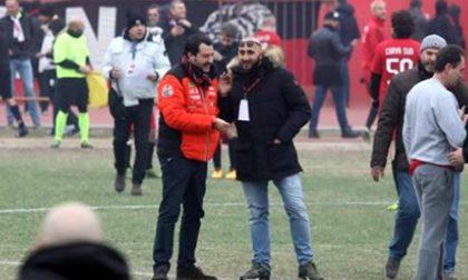 Salvini tra gli ultrà milanisti: abbraccio col capo nei guai per droga