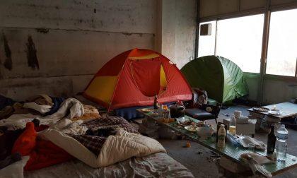 Fabbrica abbandonata occupata da rom: scatta lo sgombero