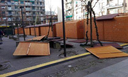 Vento forte distrugge Villaggio di Natale: un ferito FOTO