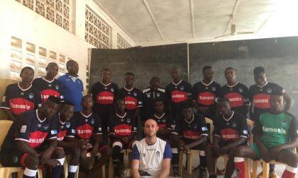 In campo in Kenya con le divise della Giana: ecco la Crediamoci United