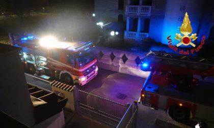 Incendio in casa, tre persone ferite FOTO