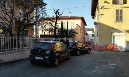 Lite furibonda in centro Canonica, arrivano i carabinieri e l'ambulanza