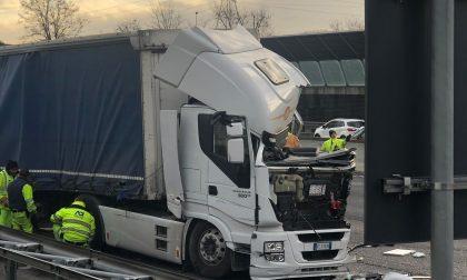 Incidente in Autostrada, arriva l'elisoccorso FOTO