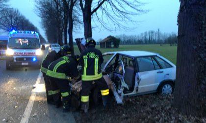 Incidente con auto in fiamme, chiusa via Vespucci a Cernusco FOTO