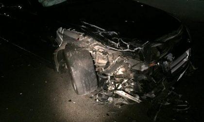 Violento tamponamento: auto distrutte e due feriti
