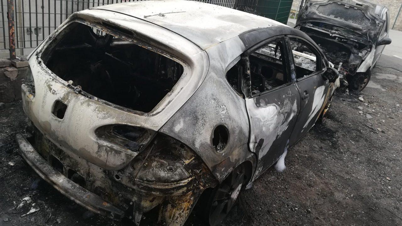 a fuoco due auto