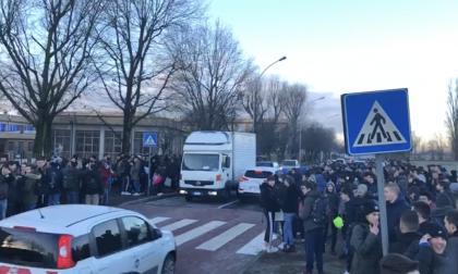 I controsoffitti crollano, studenti del Marconi in protesta FOTO