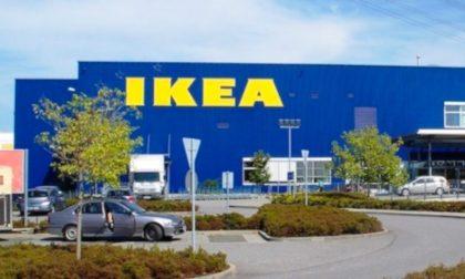 Cartelloni pubblicitari di un concorrente su un'area di sua proprietà: Ikea protesta col Comune