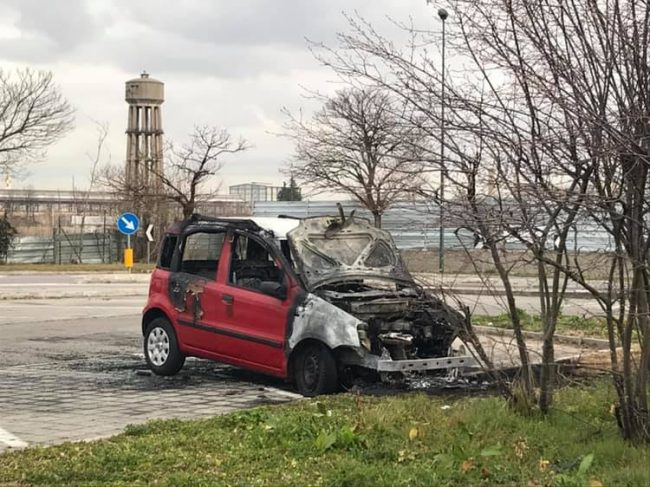 auto incendiata incendio