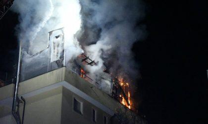 Incendio distrugge appartamento: tre intossicati FOTO