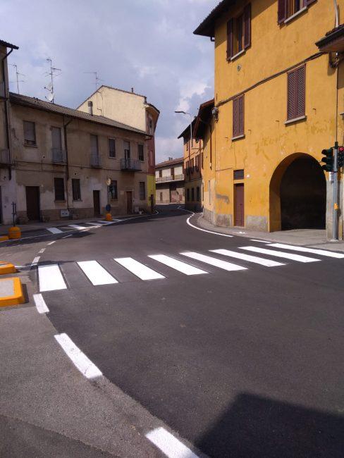 Semaforo in piazza Cittadella, via al senso unico alternato a Gessate