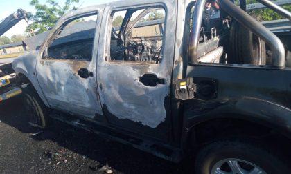 Incidente sulla Cassanese, auto prende fuoco RIAPRE LA STRADA (A UNA SOLA CORSIA)