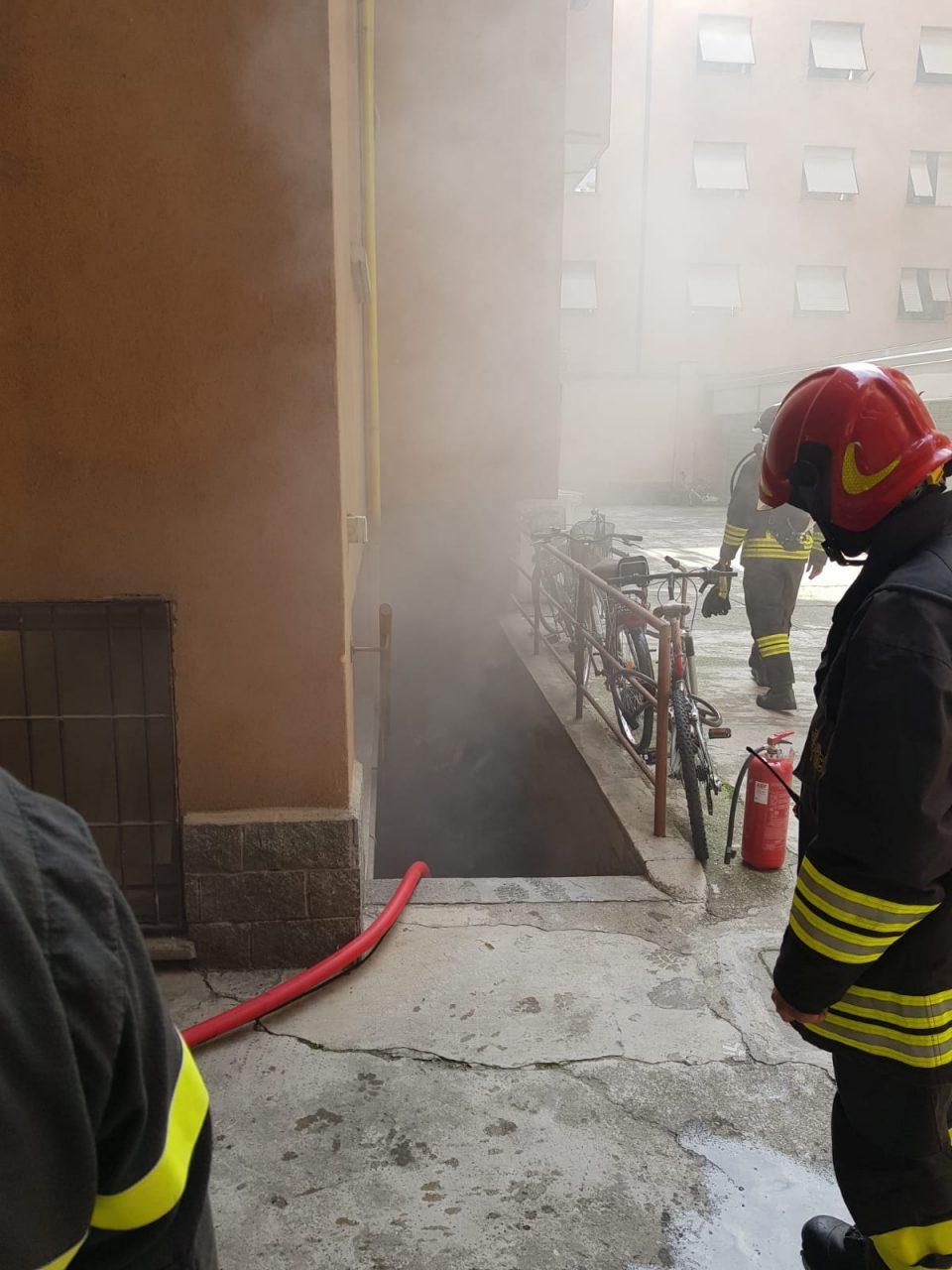incendio sesto san giovanni pompieri 2