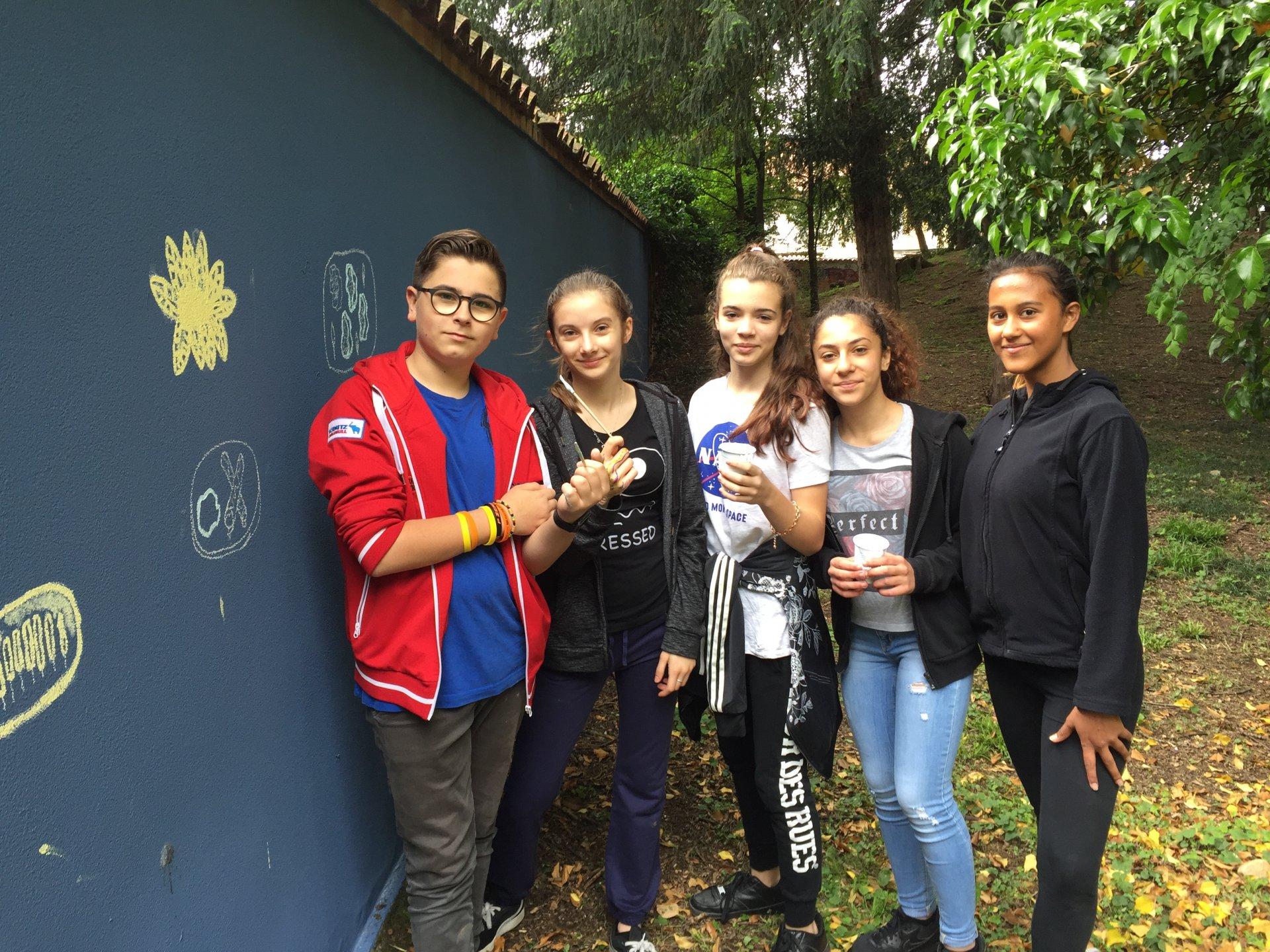 Brugherio nel parco di Villa Fiorita murale dipinto dai ragazzi delle scuole medie del territorio simbolo di integrazione