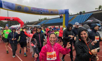 La pioggia non ferma la Maratona del Naviglio FOTO