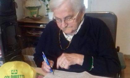 """Nonna Angela a cento anni firma la petizione """"Stop cibo anonimo"""""""