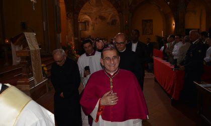 Arcivescovo Mario Delpini a Melzo per benedire l'altare FOTO
