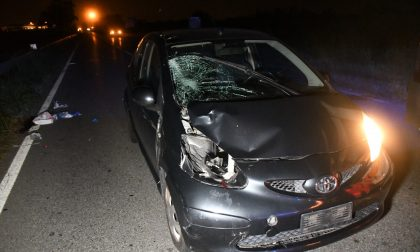 Incidente sulla Padana, due fratelli in bici travolti da un'auto: un ragazzo è morto FOTO