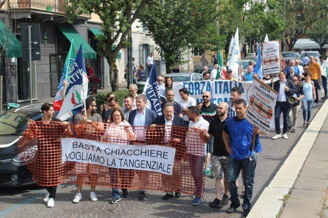 Tangenziale di Cassano, manifestazione contro i ritardi FOTO