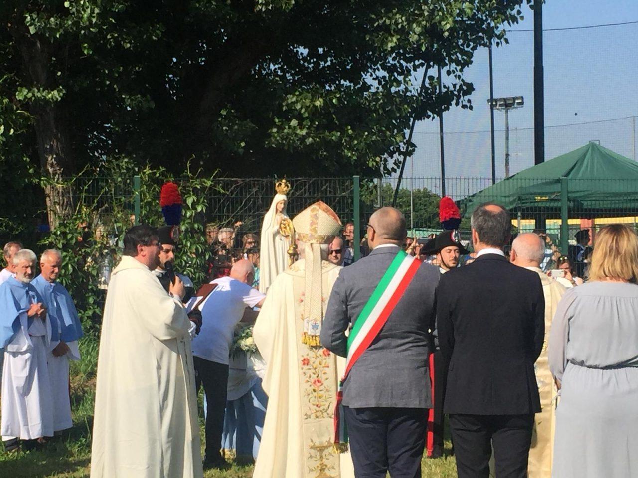 Madonna pellegrina di Fatima atterra a cernusco sul naviglio