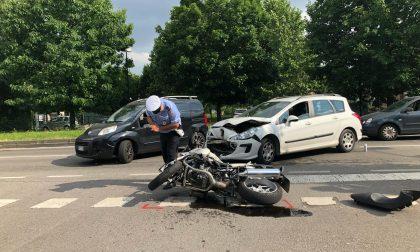 Scontro tra auto e moto a Cernusco, intervento in codice rosso FOTO