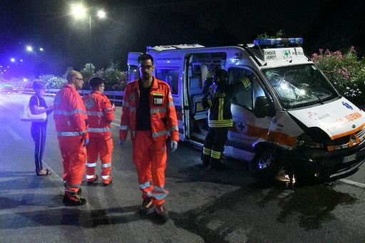 Ambulanza con a bordo donna incinta si scontra con un'auto IL VIDEO